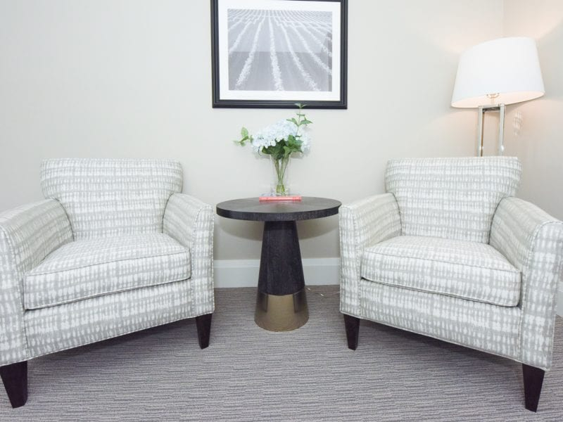 deluxe-room-sitting-area