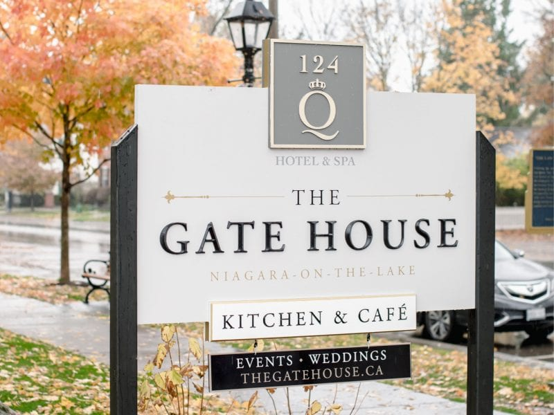 gate-house-restaurant-sign