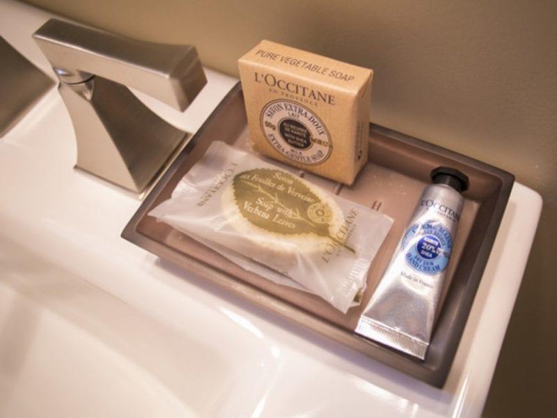 hotel-bathroom-amenities-3