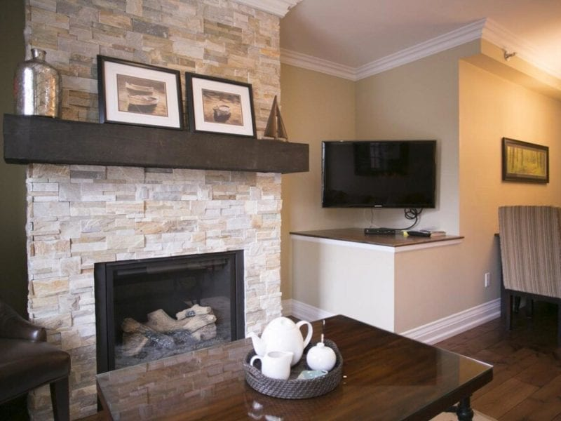 hotel-fireplace-and-tv