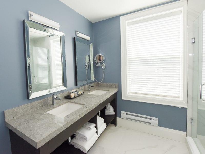 suite-bathroom